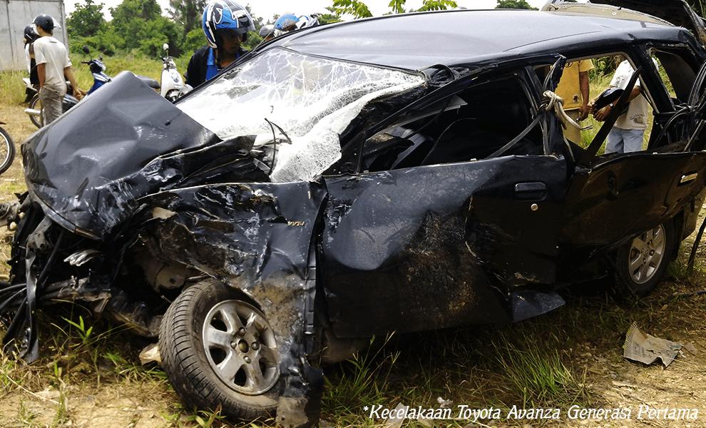 Kecelakaan Toyota Avanza Generasi Pertama